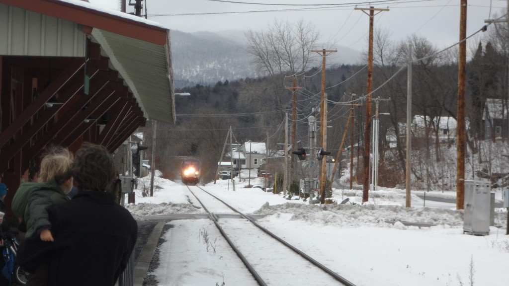 Vermonter approaching Waterbury station